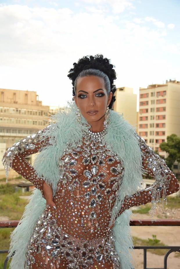 Carla Prata usa roupa de 8 mil reais (Foto:  Rodrigo Mesquita  / Divulgação.  )