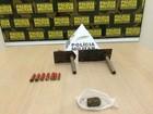 Homem é preso com armas e droga dentro de casa em Timóteo, MG