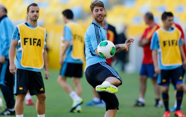 12b97505b8 Sergio Ramos treino Espanha (Foto  AP)
