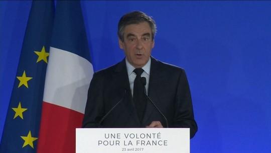 Candidato derrotado François Fillon indica apoio a Macron