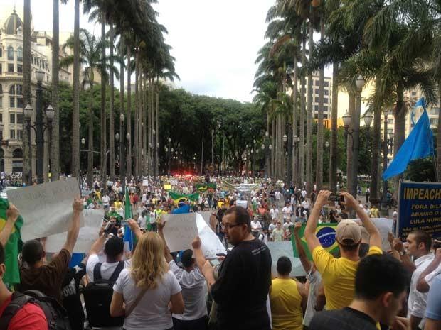 """""""Marcha da Família"""" percorreu ruas do Centro até chegar à Praça da Sé (Foto: Tatiana Santiago/G1)"""