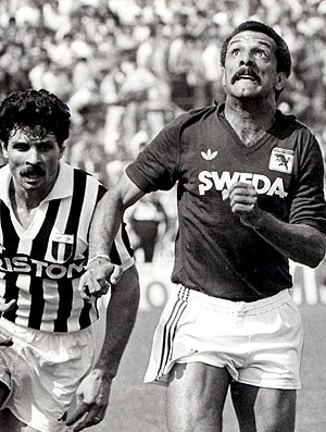 Junior jogando pelo Torino (Foto: Divulgação / Site Oficial do Junior)