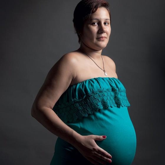 Mariana Mendonça,grávida de Leandro,diagnosticado com microcefalia.Ela teve zika no segundo mês de gestação (Foto: Andre Arruda/ÉPOCA)