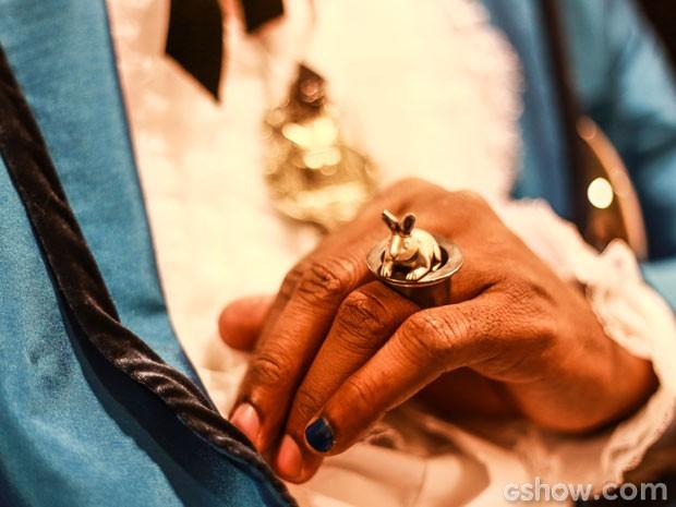 Lázaro Ramos e o superestiloso anel de coelho de Brian (Foto: Aline Kras/TV Globo)
