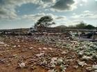 Carreta com refrigerantes tomba e mata duas pessoas em Orós, no CE