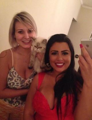 Andressa Urach, Rebeka Francis e a gatinha Mimi (Foto: Arquivo Pessoal)