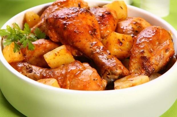 Frango com batatas é tiro certo (Foto: divulgação)