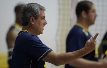 """Zé Roberto se anima com treinos e elogia meninas: """"Estão se dedicando"""""""