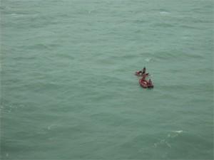 Equipes da PRF também fizeram buscas no mar  (Foto: Divulgação/PRF)