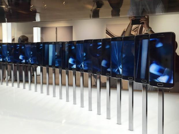 Samsung anuncia dois smartphones da linha Galaxy S6 no Mobile World Congress, em Barcelona (Foto: Helton Gomes/G1)
