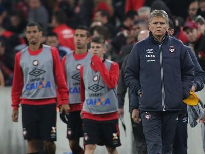 Paulo Autuori Atlético-PR (Foto: Giuliano Gomes/PR PRESS)