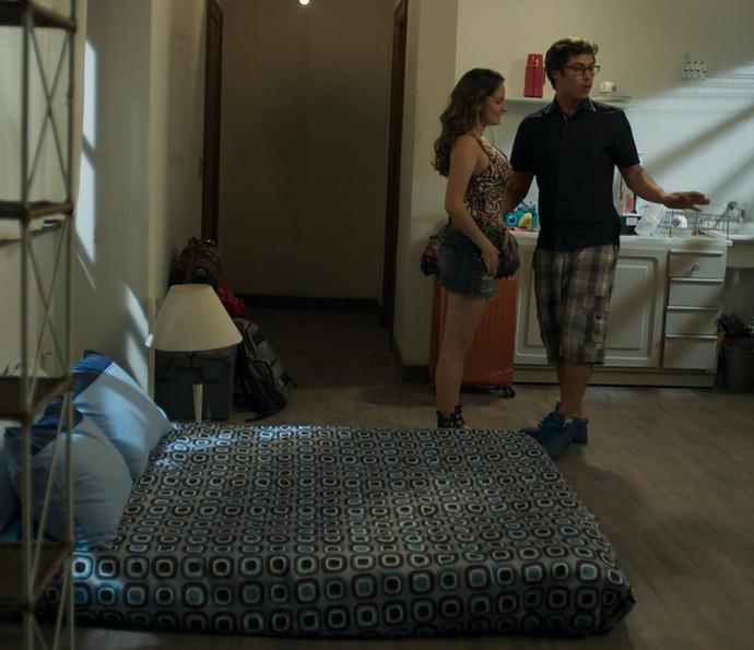 Fil e Nanda quase começam uma DR por causa de Samurai (Foto: TV Globo)
