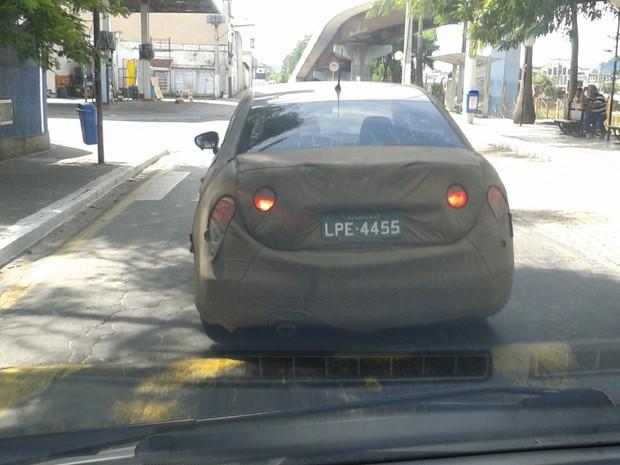 Citroën C4 L foi flagrado em testes no centro de Barra Mansa (RJ) (Foto: Guilherme Marchtein Castilho/VC no AutoEsporte)