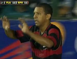 FRAME - Djalminha, jogador de showbol do Flamengo (Foto: Reprodução SporTV)
