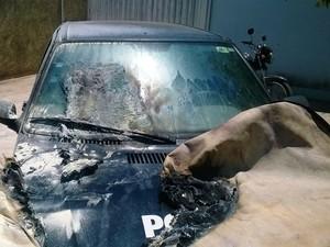 Viatura da Polícia Civil estava estacionada na delegacia (Foto: Divulgação / Polícia Militar)