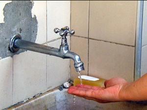 Moradores de Campinas passaram o fim de semana com falta de água em alguns bairros (Foto: Reprodução EPTV)