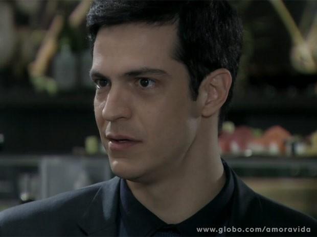 Félix adora saber que seu pai tem um caso com a secretária (Foto: Amor à Vida/ TV Globo)
