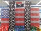 Loja pede desculpas por Torres Gêmeas feitas com latas de Coca-Cola