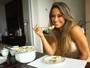 Aprenda o passo a passo de salpicão ligth de peru e rabanada com Mayra Cardi