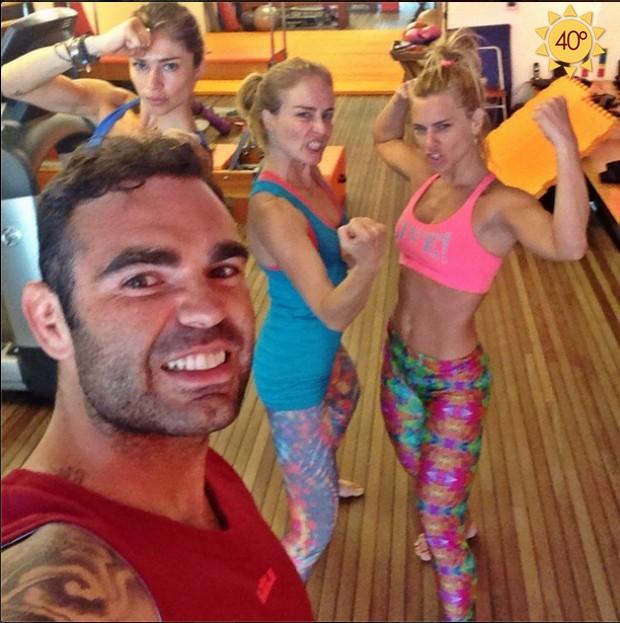 O personal Chico Salgado com Grazi Massafera, Angélica e Carolina Dieckmann (Foto: Reprodução do Instagram)