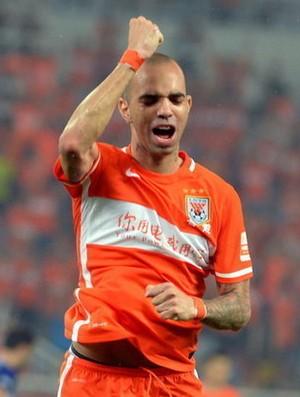 Diego Tardelli tenta se desligar do Shandong Luneng para voltar ao Brasil (Foto: Sina.com)