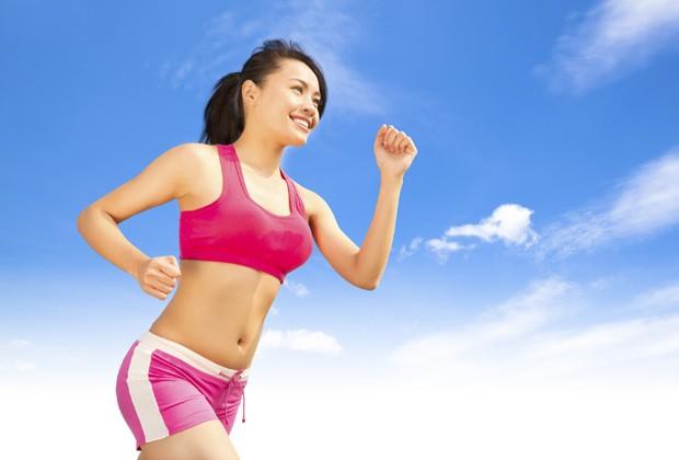 Além de queimar muitas calorias, a corrida melhora o metabolismo (Foto: Think Stock)