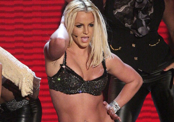 LAS VEGAS - SEPTEMBER 09:  Singer Britney Spears performs on stage during the 2007 MTV Video Music Awards held at The Palms Hotel and Casino on September 9, 2007 in Las Vegas, Nevada.  (Photo by Kevin Winter/Getty Images) (Foto: Getty Images)