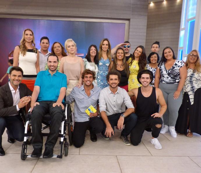 Ana Furtado e Felipe Andreoli com os convidados do Encontro (Foto: Cristina Cople/Gshow)