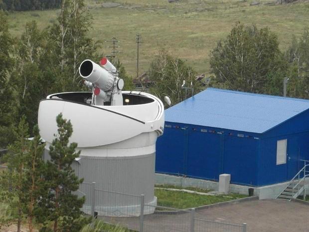 Telescópio semelhante ao do projeto que já está instalado na Rússia (Foto: Arquivo Altai Asia Central)