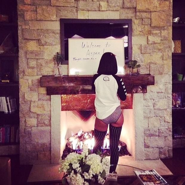 Rihanna posa de 'calçolão' (Foto: Instagram/ Reprodução)