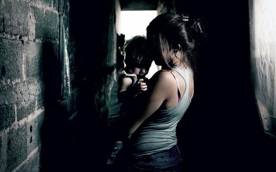 L, de 17 anos,mãe.No fluxo,ela escolhe garotos pelo carro e pelas marcas de roupa (Foto:  Rogério Cassimiro/ÉPOCA)