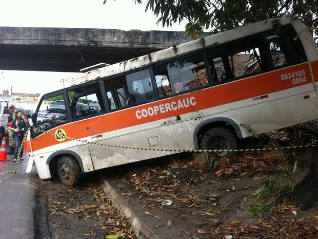Van estava com 15 passageiros a caminho de Fortaleza quando ocorreu o acidente. (Foto: Gioras Xerez/G1 CE)
