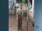 Menino de 7 anos vira símbolo de solidariedade em Águas da Prata, SP