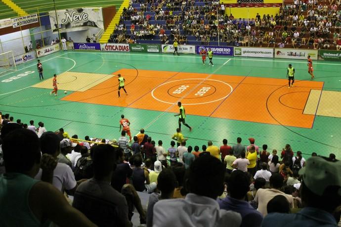 Mais duaspartidas agitam a Copa TV Grande Rio de Futsal nesta sexta-feira (14) (Foto: Henrique Almeida)