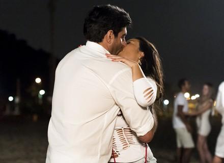 Mel dá beijão em outro, e Vavá surta
