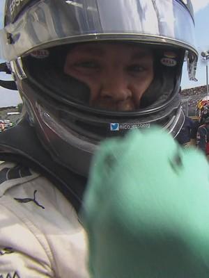 Nico Rosberg comemora a pole position no GP da Hungria (Foto: Reprodução)