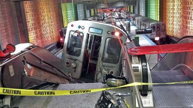 Trem descarrilou e deixou dezenas de pessoas feridas no aeroporto de Chicago, nos EUA (Foto: NBC Chicago, Kenneth Webster/AP)