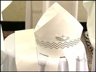 Réplica de roupa usada pelo Papa no Brasil está em exposição no ES