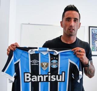 Grêmio anuncia contratação de Lucas Barrios (Foto: Lucas Uebel / Grêmio, DVG)