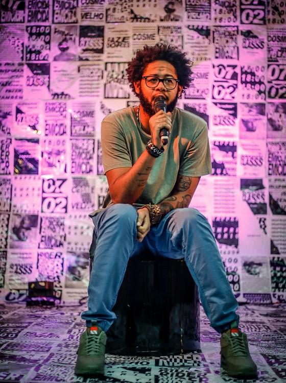 O rapper Emicida durante a masterclass que faz parte do projeto Fazedores   (Foto: Divulgação)