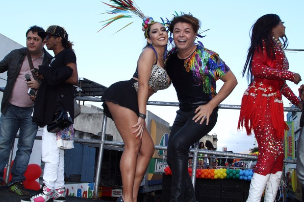 Mulher Melão e David Brazil na 16ª Parada LGBT de Madureira  (Foto: Anderson Borde / agnews)