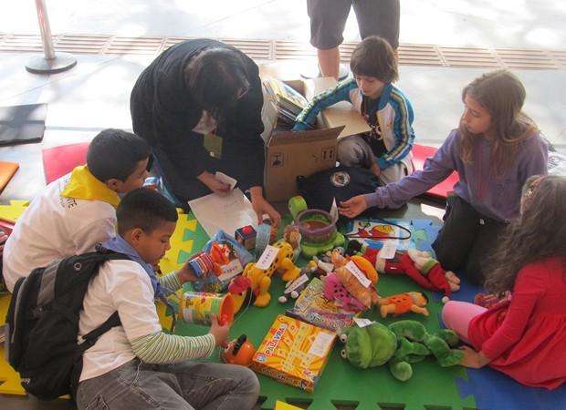 Na feira, brinquedos deixados de lado ganham novos donos (Foto: Divulgação)