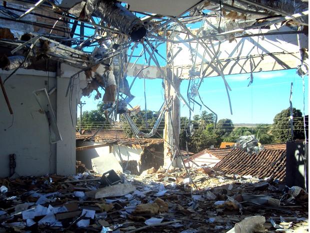 Explosivos destruíram as paredes da agência do Banco do Brasil no assalto, em Taguatinga (Foto: Vilidiou Soletti/Arquivo Pessoal)