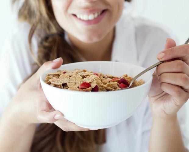 Durante a amamentação, alimentar-se bem é fundamental. Entre os alimentos, estão os cereais integrais (Foto: Thinkstock)