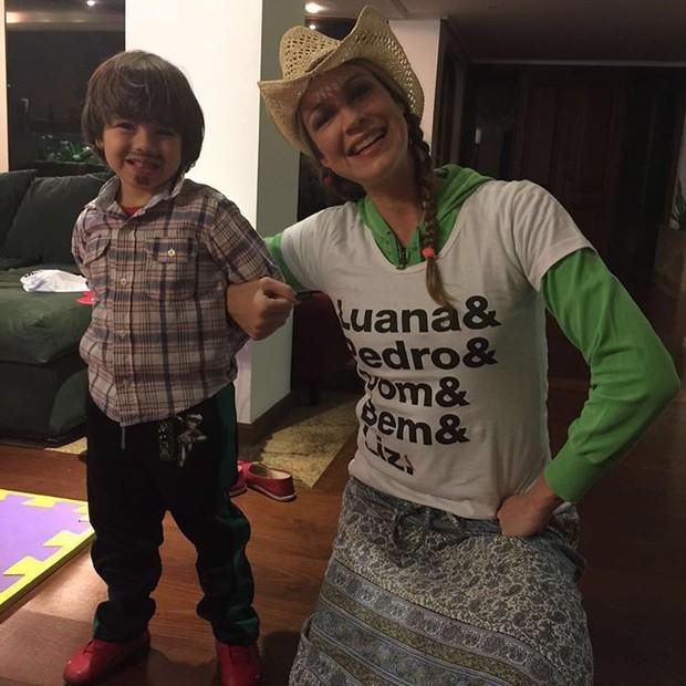 Luana Piovani com o filho Dom (Foto: Reprodução/Instagram)