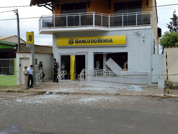 Equipamento estava vazio e homens fugiram sem levar nada em Santo Antônio do Amparo (Foto: Polícia Civil)