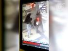 Bandidos usam marreta para estourar vidro blindado e roubam R$ 8.800