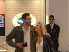 Luiza Possi passeia abraçada com o novo namorado em shopping no Rio