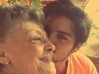 Saudoso, Rodrigo Simas posta foto com bisavó, que faleceu no carnaval