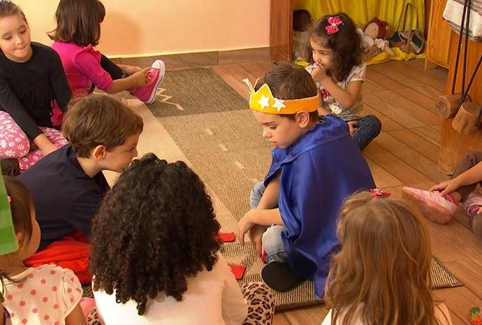 Criançada prepara cada detalhe da comemoração do dia (Foto: Reprodução / TV TEM)